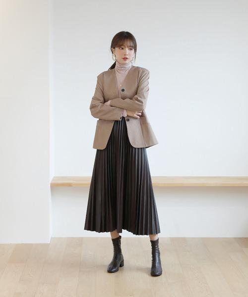 画像: 【by muni:r】レザープリーツウエストゴムAラインロングスカート ¥3,927(税込) 出典:ZOZOTOWN