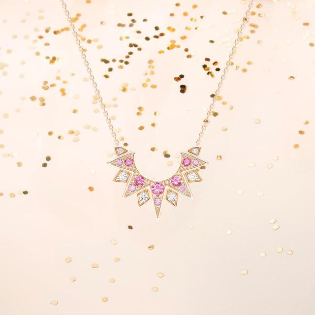 画像: 日本限定「ピアジェ サンライト」 ペンダント ¥250,000(税抜) 素材:18Kピンクゴールド、ピンクサファイア約0.13ct、ダイヤモンド約0.03ct