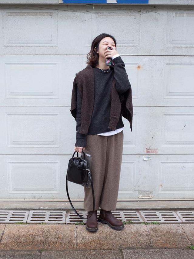 画像: 【無印良品】ニット平均価格¥4,000〜【COS】ニット平均価格¥3,000〜【Dr.Martens】ブーツ平均価格¥15,000〜 出典:WEAR