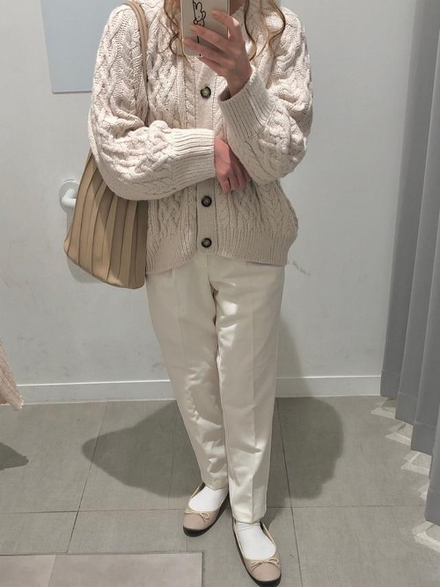 画像: 【GU】パンツ 参考価格¥1,639~【Neuna】バッグ 参考価格¥3,080~ 出典:WEAR