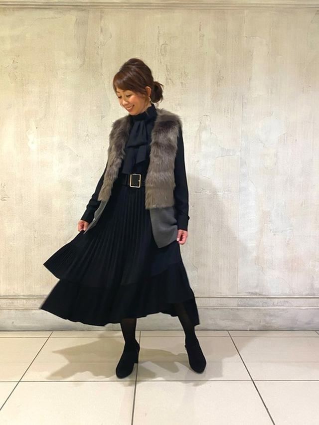 画像: 【NARACAMICIE】シフォンボウタイ長袖ブラウス¥20,900(税込み)ファーベスト プリーツロングスカート 出典:WEAR