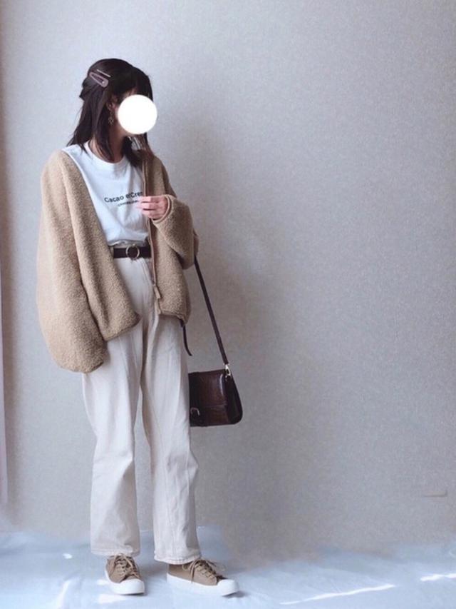 画像: 【GU】スニーカー ¥2,189(税込)ベルト ¥1,089(税込)【ユニクロ】アウター ¥3,289(税込)【しまむら】Tシャツ ¥1290(税込)【notch.】デニムパンツ ¥3,047(税込)【GRL】バッグ ¥1,527(税込) 出典:WEAR