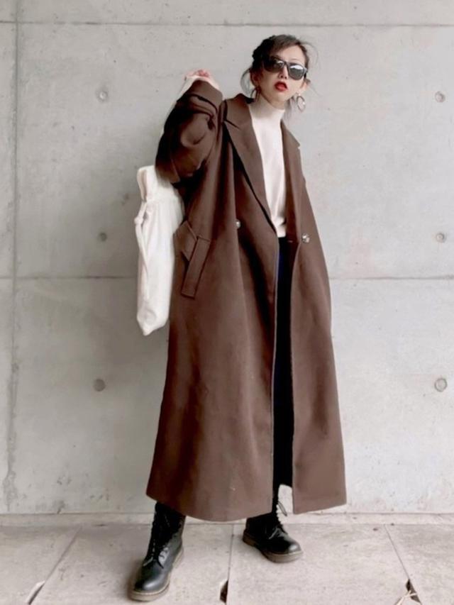 画像: 【参考商品】セーター¥649(税込)【Ambre Neige】チェスターコート¥7,995(税込)【Dr.Martens】ブーツ¥26,400(税込) 出典:WEAR