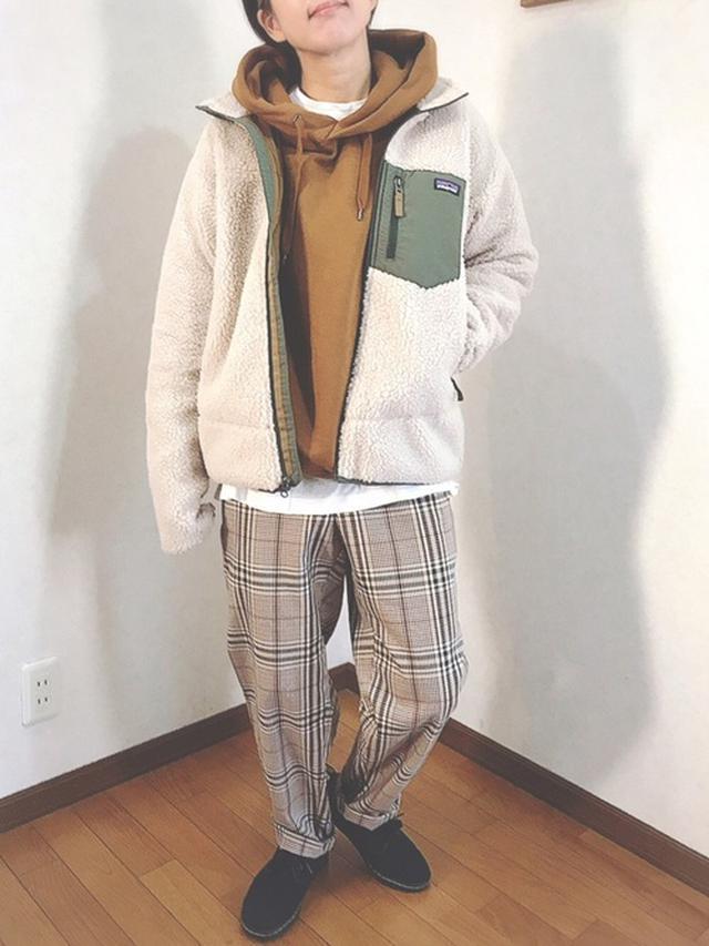 画像: 【ユニクロ】スウェットプルパーカ ¥4,389(税込) 【GU】イージーアンクルパンツ ¥2,189(税込) 【patagonia】Kid's Retro-X Jacket ¥19,250(税込) 出典:WEAR