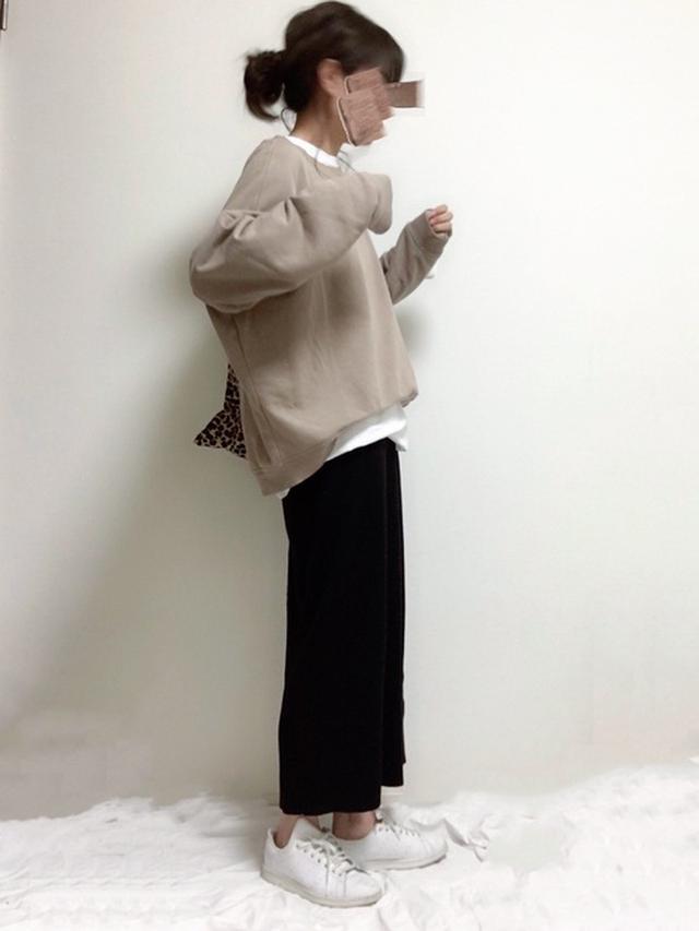画像: 【un dix cors】スカート¥9,790(税込)【H&M】トップス平均価格¥2,000〜(税込)【OPAQUE.CLIP】バッグ¥2,189 (税込) 出典:WEAR