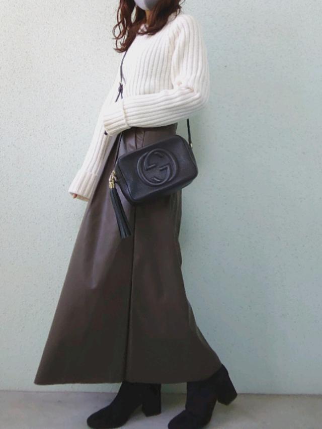 画像: 【UNIQLO】ニット¥4,389(税込)【GU】スカート平均価格¥2,000〜4,000(税込)ブーツ平均価格¥2,000〜4,000(税込)【Gucci】バッグ¥122,100(税込) 出典:WEAR