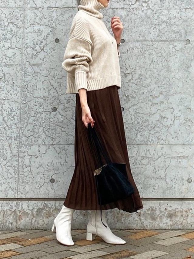 画像: 【titivate】ニット¥5,489(税込)【ユニクロ】スカート平均価格¥3,000~【NOBLE】バッグ¥13,200(税込) 出典:WEAR