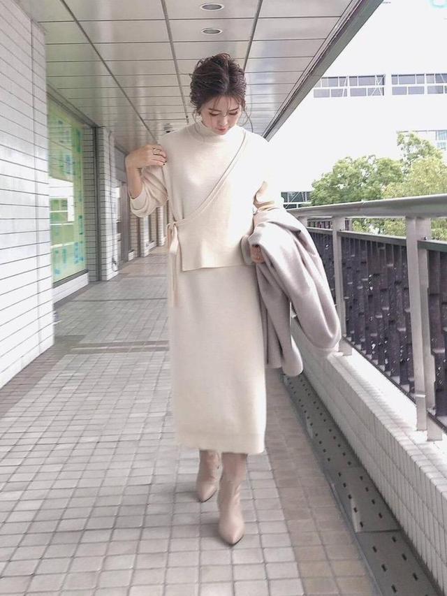 画像: 【le.coeur blanc】ワンピース¥13,200(税込)ブーツ¥39,600(税込)チェスターコート¥31,900(税込) 出典:WEAR
