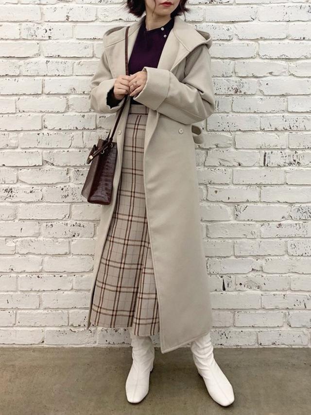 画像: 【natural couture】コート¥8,690(税込)ニット¥3,850(税込)ショルダーバッグ¥3,850(税込)ブーツ¥5,390(税込)スカート¥4,950(税込) 出典:WEAR