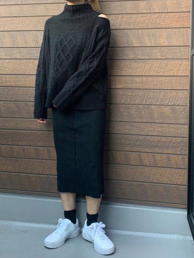 画像: 【ViS】ケーブル編みレイヤード風アシメプルオーバー ¥4,378(税込) 【PUMA】CALI ウィメンズ ¥9,790(税込) 出典:WEAR