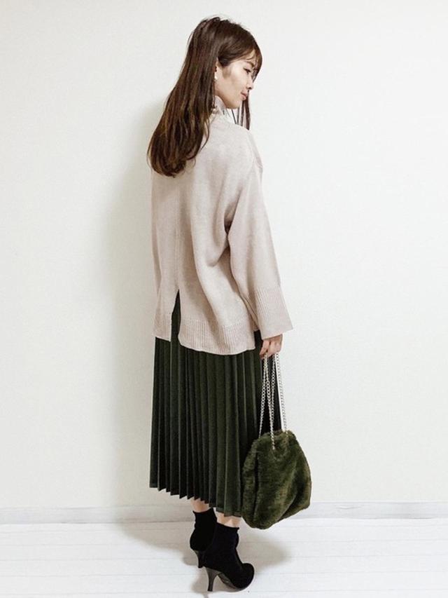 画像: 【sakishimatokyo】ニット平均価格¥4,000~【しまむら】スカート平均価格¥2,000~【ハニーズ】バッグ平均価格¥2,000~ 出典:WEAR