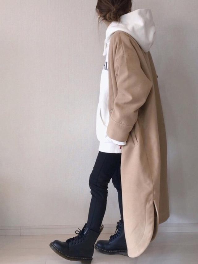 画像: 【DHOLIC】パンツ¥3,619(税込)【ap retro】アウター¥7,480(税込)【Dr.Martens】ブーツ¥26,400(税込) 出典:WEAR