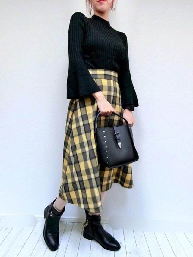 画像: 【GU】ニット 平均価格¥2,000〜【GU】スカート平均価格 ¥3,000〜【ALTROSE】ショルダーバッグ¥3,289(税込) 出典:WEAR