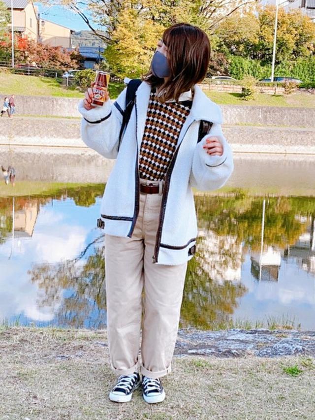 画像: 【apres jour mignon】ジャケット¥3,995(税込)【ems excite】ニット¥2,530(税込)【CORNERS】スニーカー¥7,700(税込) 出典:WEAR