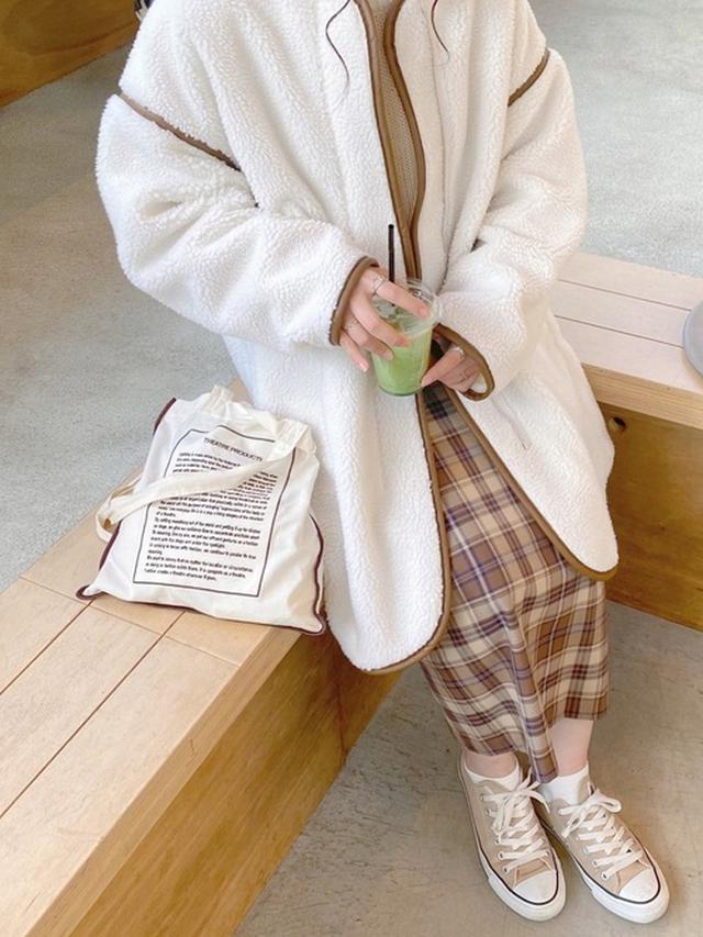 画像: 【Lian】ニット¥5,500(税込)【GU】スカート¥2,189(税込)【classicalelf】モッズコート¥6,999(税込) 出典:WEAR