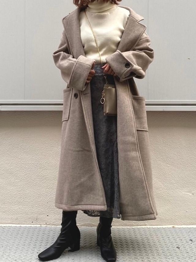 画像: 【natural couture】ブーツ¥5,390(税込)ニット¥2,090(税込)コート¥7,590(税込)スカート¥5,390(税込) 出典:WEAR