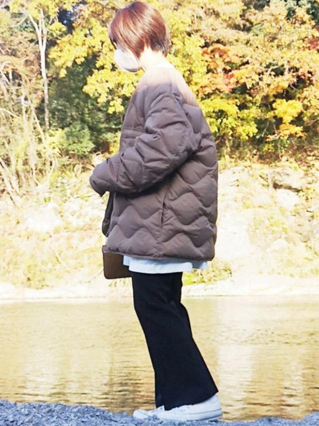 画像: 【UNIQLO】ダウンジャケット平均価格¥8,000~ Tシャツ¥2,189(税込)【CONVERSE】スニーカー¥6,600(税込) 出典:WEAR
