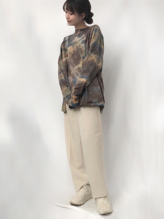 画像: 【6(ROKU) BEAUTY&YOUTH UNITED ARROWS】Tシャツ¥15,400(税込)【COLONY 2139】パンツ¥3,845(税込)【New Balance】靴¥12,980(税込) 出典:WEAR