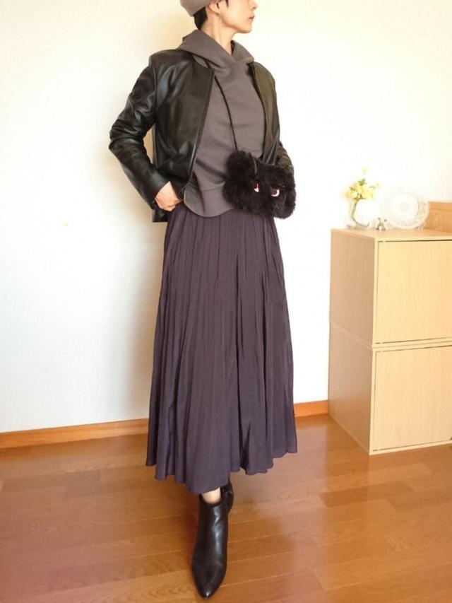 画像: 【PLST】スカート平均価格¥8,000〜【自由区】ジャケット平均価格¥10,000〜 【ZARA】バッグ平均価格¥4,000〜【自由区】パーカー平均価格¥8,000〜【Piedi Nudi】ブーツ平均価格¥10,000〜 出典:WEAR