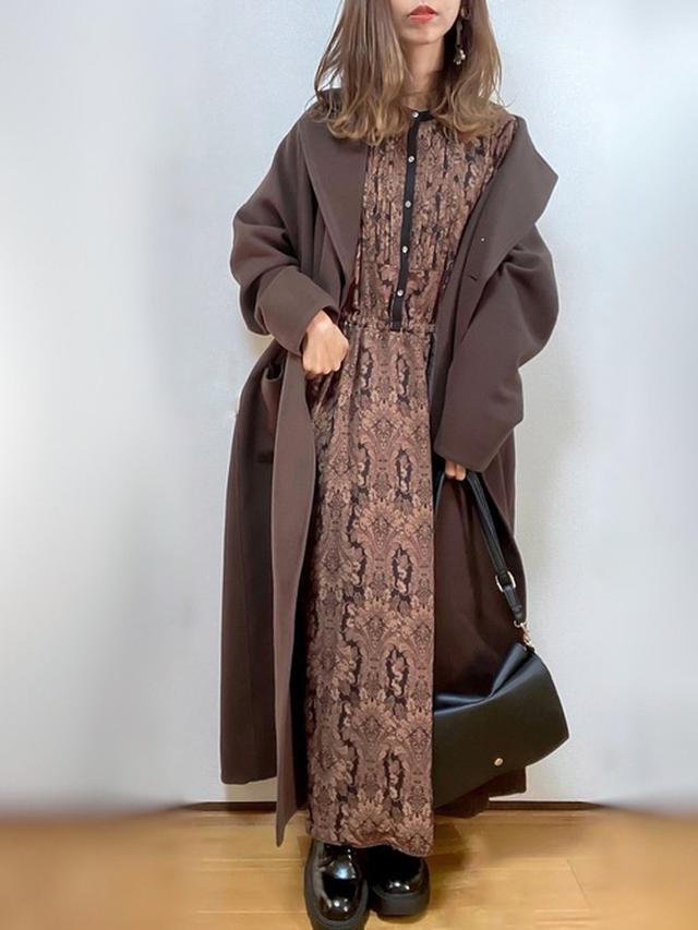 画像: 【URBAN RESEARCH Sonny Label】ワンピース¥9,790(税込)【EMMA(EMMA CLOTHES)】コート¥13,200(税込)【ZARA】靴 平均価格¥6,000~ 出典:WEAR
