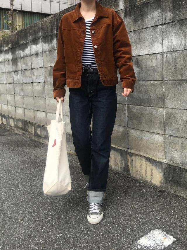 画像: 【無印良品】Tシャツ¥1,089(税込)【ユニクロ】ジャケット¥3,289(税込)【Levi's】デニム【CONVERSE】スニーカー¥7,700(税込) 出典:WEAR