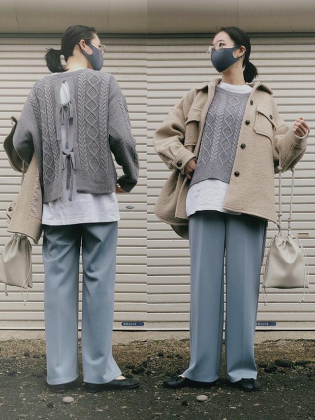画像: 【LOWRYS FARM】アウター¥12,100(税込)【GU】ニット平均価格¥3,000~ Tシャツ平均価格¥1,000~ パンツ平均価格¥3,000~【KOBE LETTUCE】パンプス¥3,249(税込) 出典:WEAR