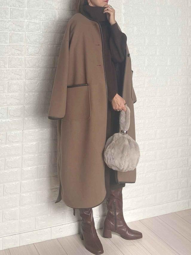 画像: 【Roomy's】ワンピース ¥5,991(税込)【LIPSTAR】アウター¥10,780(税込)【Fabby fabby】ブーツ¥12,980(税込)【ZARA】バッグ 平均価格¥4,000〜 出典:WEAR