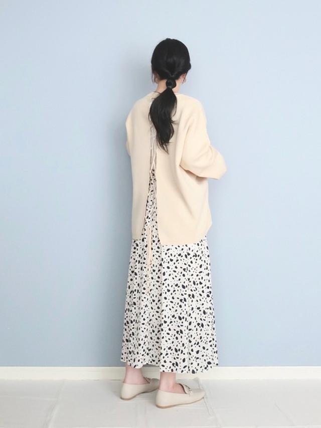 画像: 【w closet】ニット¥5,390(税込)【INGNI】スカート¥5,390(税込) 出典:WEAR