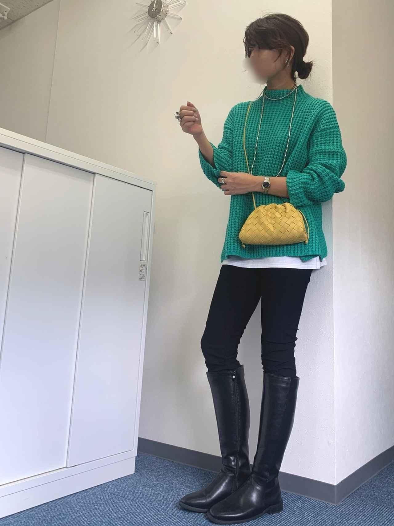 画像: 【DOUBLE STANDARD CLOTHING】パンツ¥28,600(税込)【PICCIN】ネックレス¥2,420(税込)【Gucci】時計¥122,222(税込) 出典:WEAR