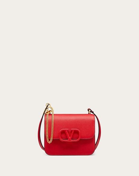 画像: 【VALENTINO】Vスリング グレインカーフスキン スモール ショルダーバッグ ¥261,800 www.valentino.com