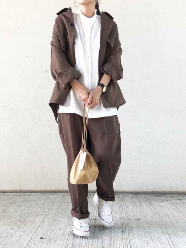 画像: 【無印良品】スタンドカラーチュニック ¥3,990(税込) 【GU】ジャケット平均価格 ¥4,000~ パンツ平均価格 ¥2,000~ 【CONVERSE】ALL STAR HI ¥6,380(税込) 出典:WEAR
