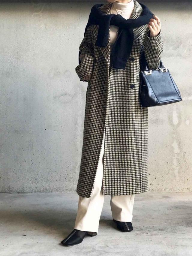 画像: 【ZARA】ウールミックス ハウンドトゥース コート ¥14,990(税込) 【Neuna】スクエアトゥシアーチュールパイピングショートブーツ ¥5,940(税込) 出典:WEAR