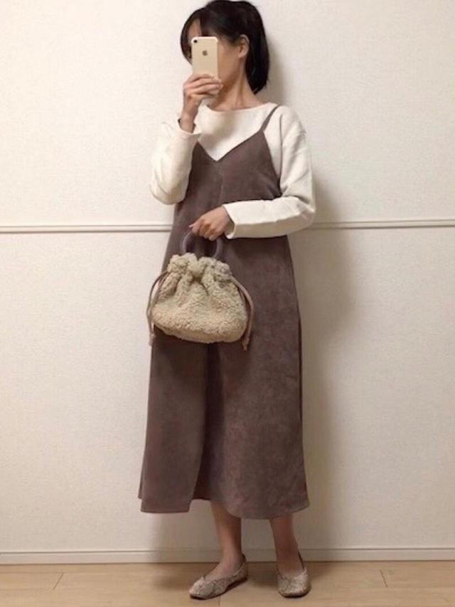 画像: 【GU】ワンピース¥2,739(税込)【GeeRA】靴¥2,189(税込)【参考商品】ニット バッグ 出典:WEAR