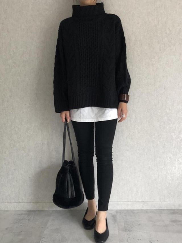 画像: 【copine】ニット¥3,190(税込)パンツ¥2,750(税込)バッグ¥3,190(税込)靴¥2,189(税込) 出典:WEAR