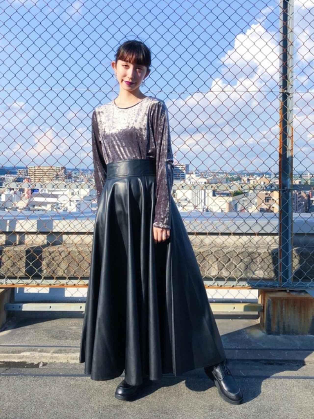 画像: 【HARE】スカート¥12,100(税込)カットソー¥6,930(税込) 出典:WEAR
