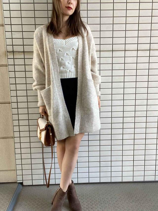 画像: 【H&M】カーディガン¥9,999(税込)【参考商品】ニット スカート バッグ 出典:WEAR