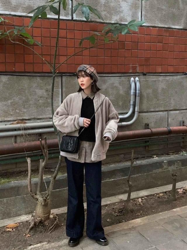 画像: 【無印良品】ジャケット¥3,990(税込)【Dr.Martens】靴23,100(税込)【参考商品】シャツ デニムパンツ バッグ 出典:WEAR