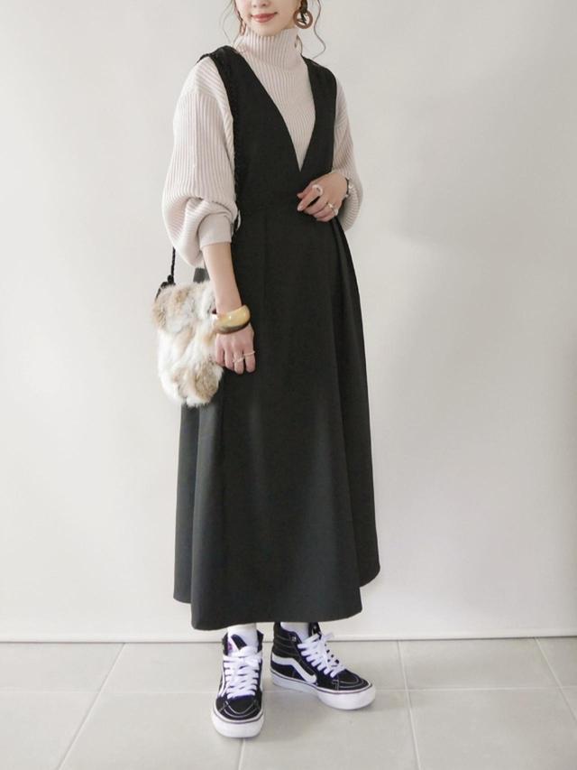画像: 【Crisp】ワンピース¥4,290(税込)【GRL】ニット¥2,036(税込)【VANS】靴¥13,200(税込) 出典:WEAR
