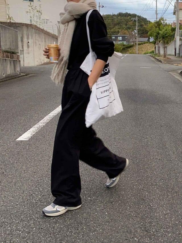 画像: 【ZARA】ボトムス平均価格¥4,990~【GU】トップス平均価格¥649~【Maison Margiela】バッグ平均価格¥112,979~【ZARA】シューズ平均価格¥6,990~【willfully】ストール平均価格¥4,290~ 出典:WEAR