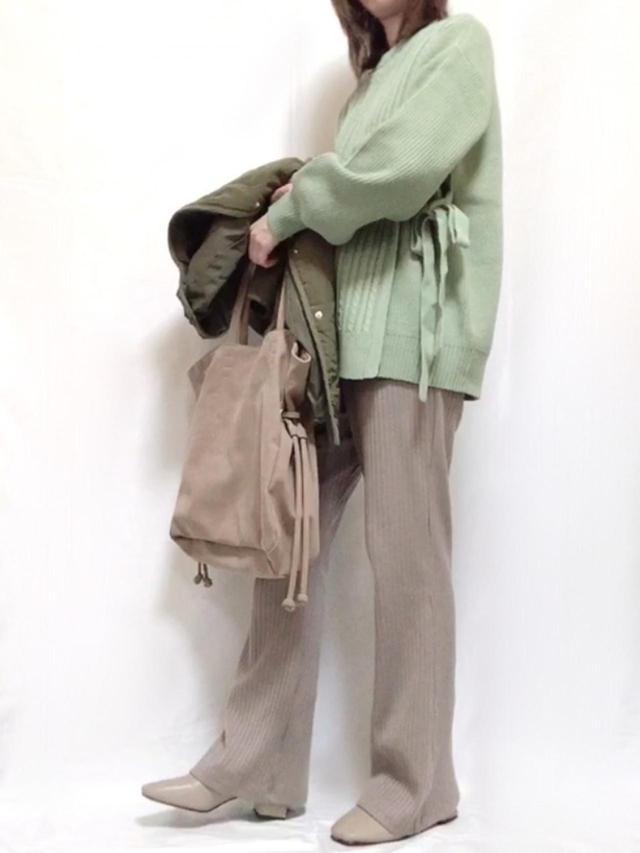 画像: 【GU】ミニケーブルサイドリボンセーター¥2,189(税込)【and ME】パンツ¥1,890(税込) 出典:WEAR