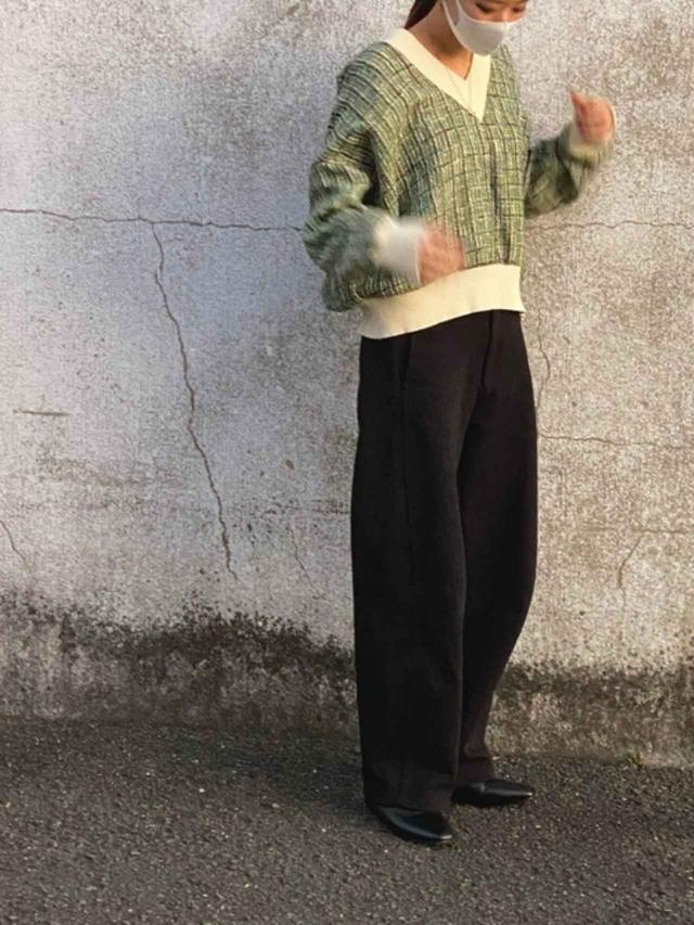 画像: 【参考商品】ニット¥4,990(税込)【UNIQLO】パンツ¥4,389(税込)【Libra】パンプス¥4,290(税込) 出典:WEAR