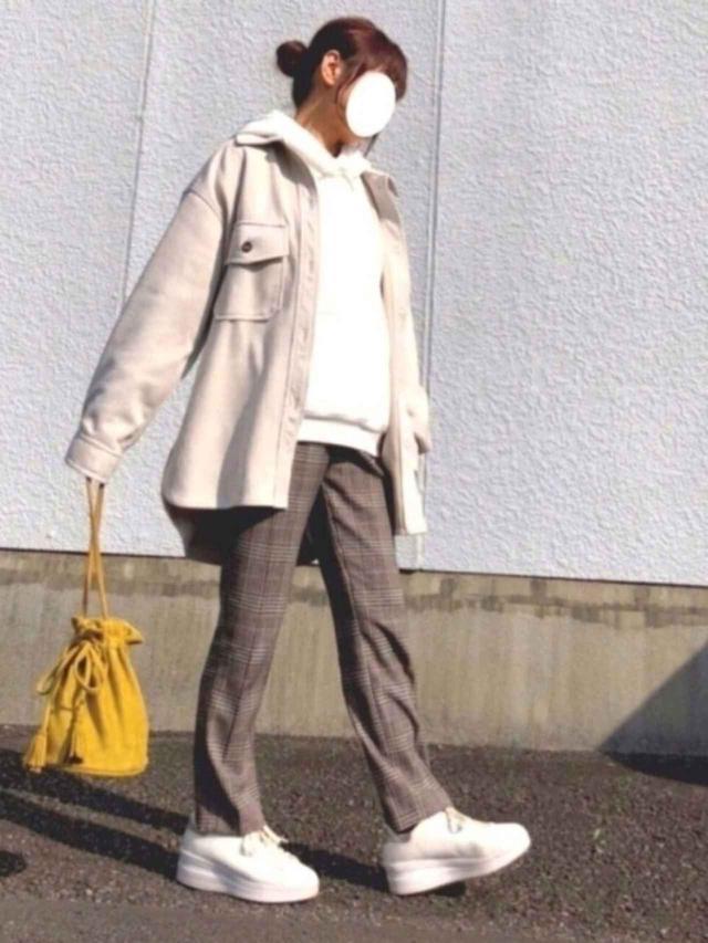 画像: 【Aunt Marie's】アウター¥4,290(税込)【H&M】スラックス¥3,999(税込)【titivate】バッグ¥3,289(税込) 出典:WEAR