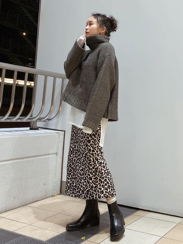 画像: 【Ungrid】ブーツ¥15,400(税込)【Ungrid】Tシャツ¥5,500(税込)【Ungrid】スカート¥9,900(税込) 出典:WEAR