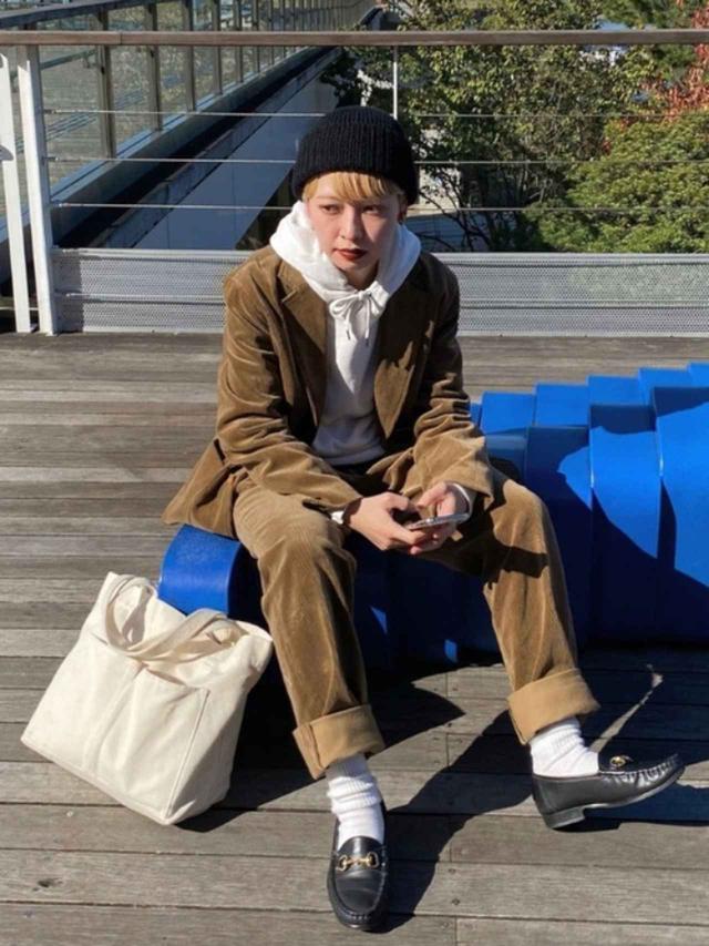 画像: 【ユニクロ】スウェットプルパーカ¥2,990(税抜)【RACAL】ニットキャップ¥4,180(税込)【靴下屋】ソックス¥770(税込) 出典:WEAR