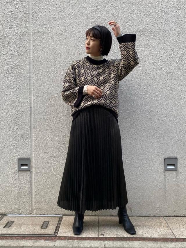 画像: 【JEANASIS】ニット ¥7,150(税込)スカート ¥6,600(税込)ブーツ ¥8,800(税込) 出典:WEAR