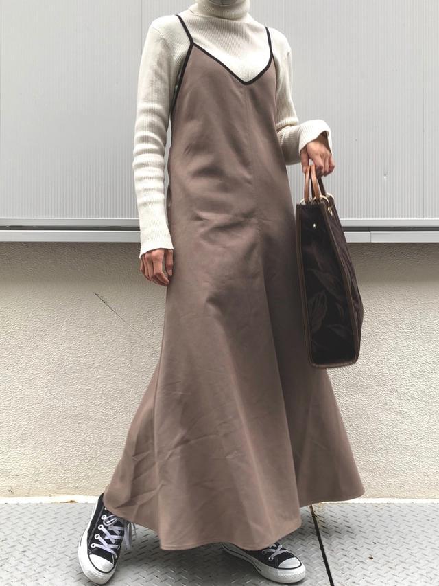 画像: 【natural couture】ワンピース¥5,390(税込)バッグ¥5,390(税込)【CONVERSE】スニーカー 出典:WEAR