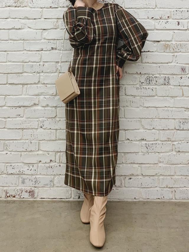 画像: 【natural couture】ワンピース¥5,390(税込)バッグ¥4,290(税込)ブーツ¥5,390(税込) 出典:WEAR