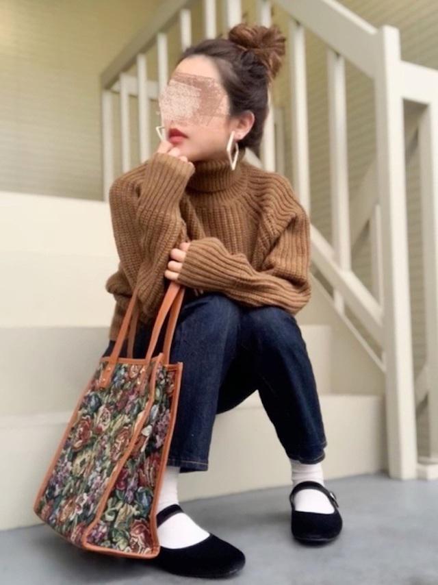 画像: 【UNIQLO】ニット平均価格 ¥3,000〜【GU】デニムパンツ 平均価格¥1,000〜【AMERICAN HOLIC】ピアス¥1,089(税込)【参考商品】バッグ、シューズ 出典:WEAR