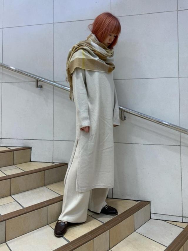画像: 【SENSE OF PLACE by URBAN RESEARCH】ワンピース¥6,490(税込) パンツ¥5,390(税込) 靴¥4,290(税込) 出典:WEAR