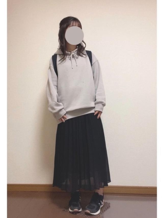 画像: 【GU】パーカー¥2,189(税込)スカート¥2,189(税込) 出典:WEAR